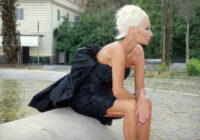 "Wendy James reveals video for ""Kill Some Time Blues"" and announces UK dates"